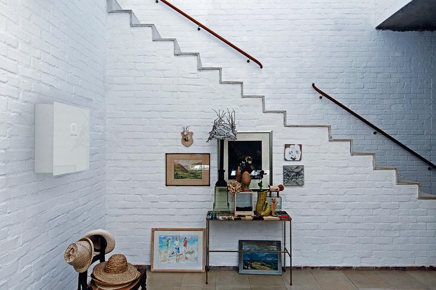 sonnenBatterie_8_2_side_white_wod_stairs_2